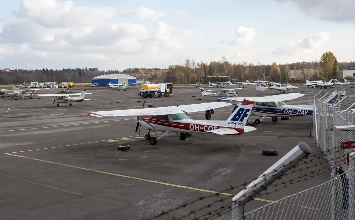 Malmin lentoasema, lentokoneita.