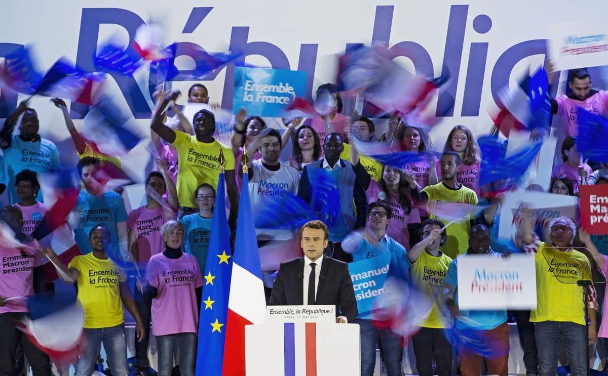 Macron kampanjatilaisuudessa.