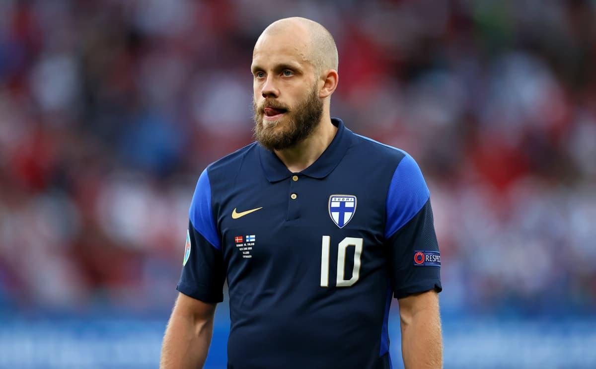 Teemu Pukki EM-kisojen ottelussa Tanskaa vastaan.