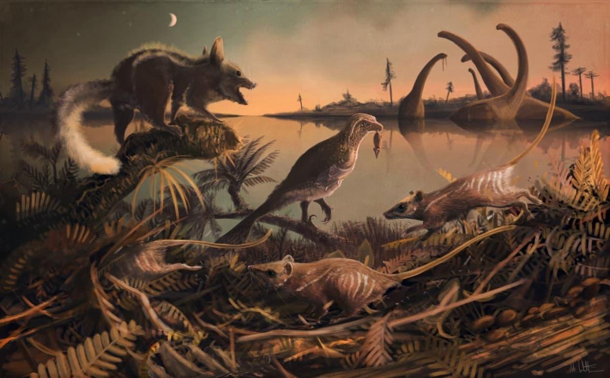 Pörröhäntäinen nisäkäs ja kolme valkoviirullista nisäkästä oksistossa, keskellä pieni petodinosaurus, taustalla vedessä isoja kasvinsyöjäsauruksia.