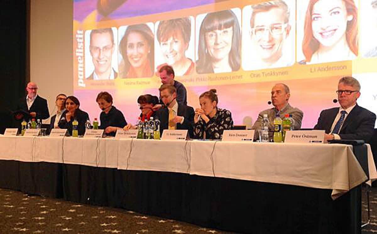 Yle Tampereen eurovaalikeskustelun osanottajat pitkän pöydän takana