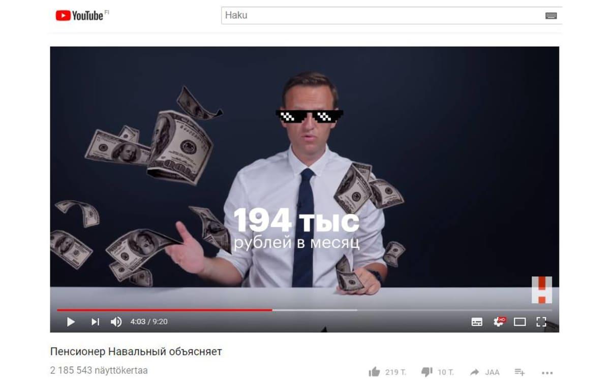 Oppositiopoliitikko Aleksei Navalnyi kritisoi eläkeuudistusta Youtube-videolla.