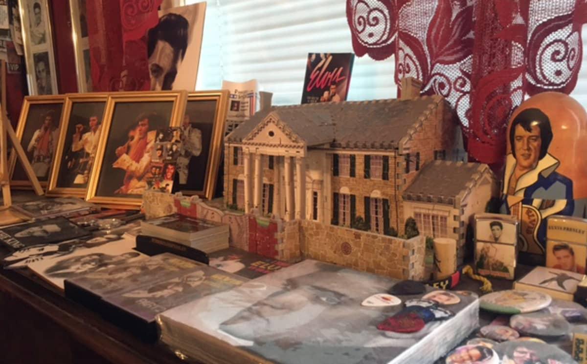Elviksen kuvia ja 3-ulotteinen Graceland-palapeli