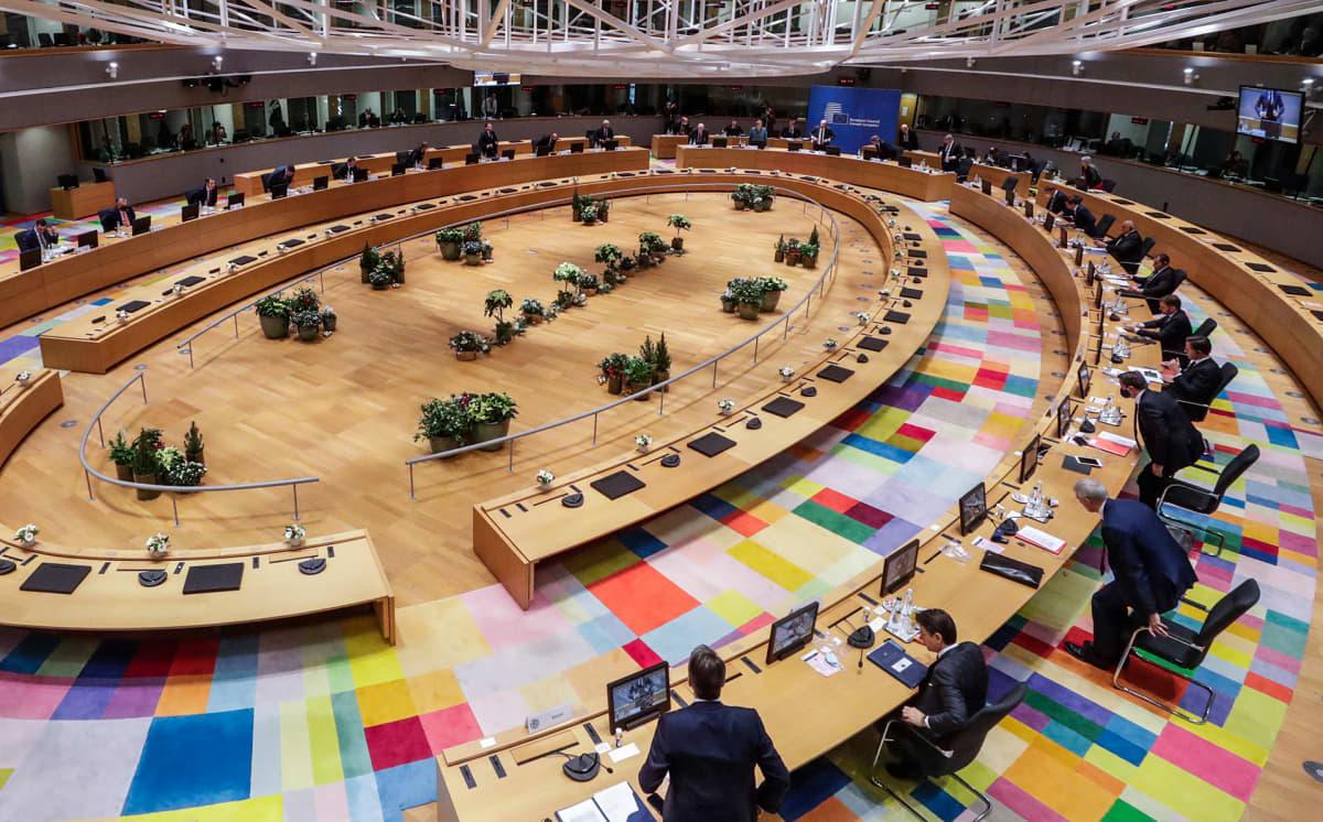 EU:n jäsenmaiden johtajat huippukokouksessa Brysselissä.