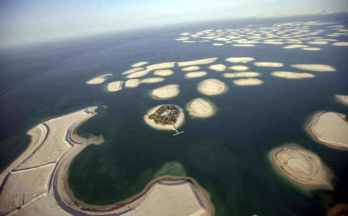 mereen rakennettuja saaria