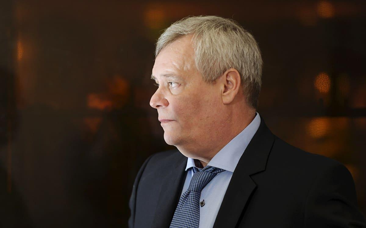 SDP:n puheenjohtaja, valtiovarainministeri Antti Rinne SDP:n tiedotustilaisuudessa Helsingissä 21. marraskuuta 2014.