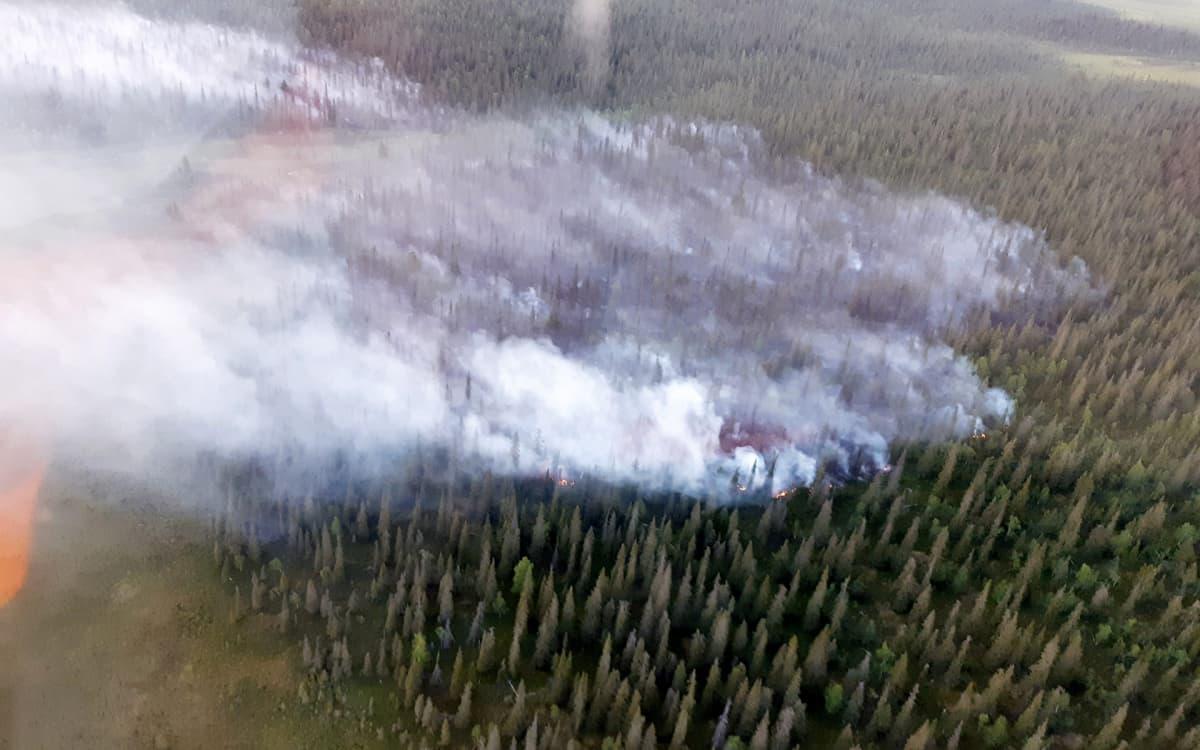 Metsää palaa Kittilän Raijankiselällä 18. heinäkuuta.
