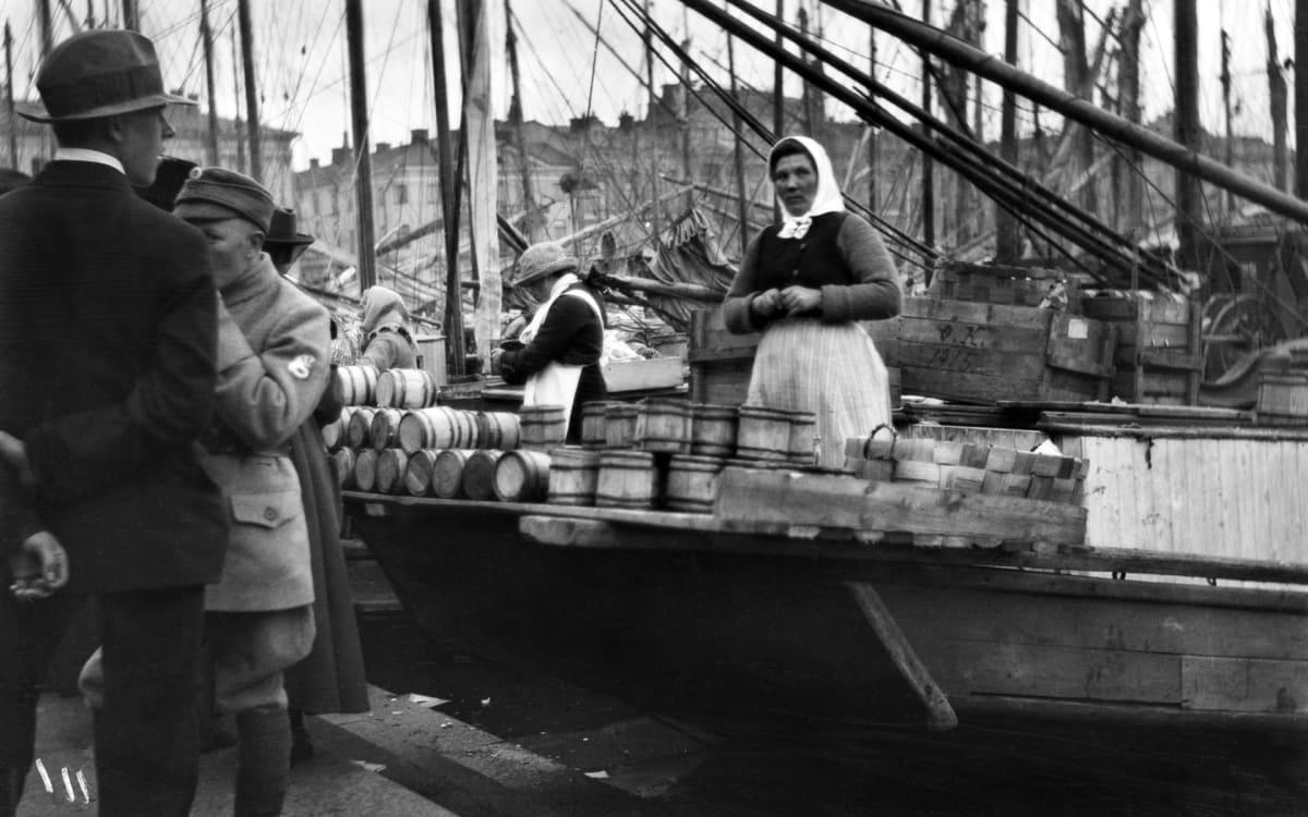 Syysmarkkinat kauppatorilla 1919.