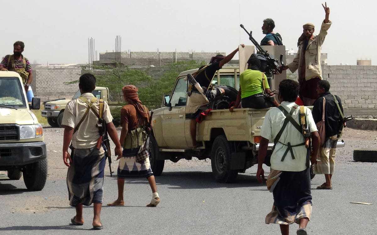Hallitusmielisiä taistelijoita Hodeidan kaupungin laitamilla 10. marraskuuta.