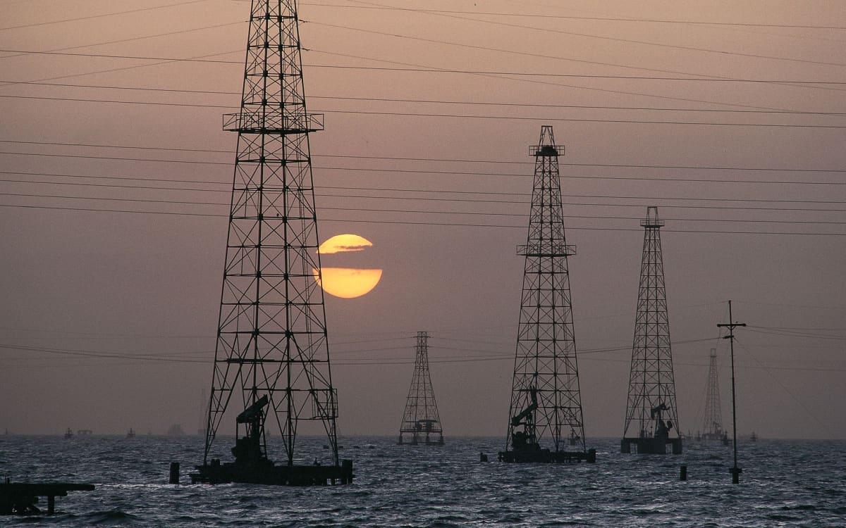 Öljyntuotantoa Maracaibo-järvellä Venezuelassa.