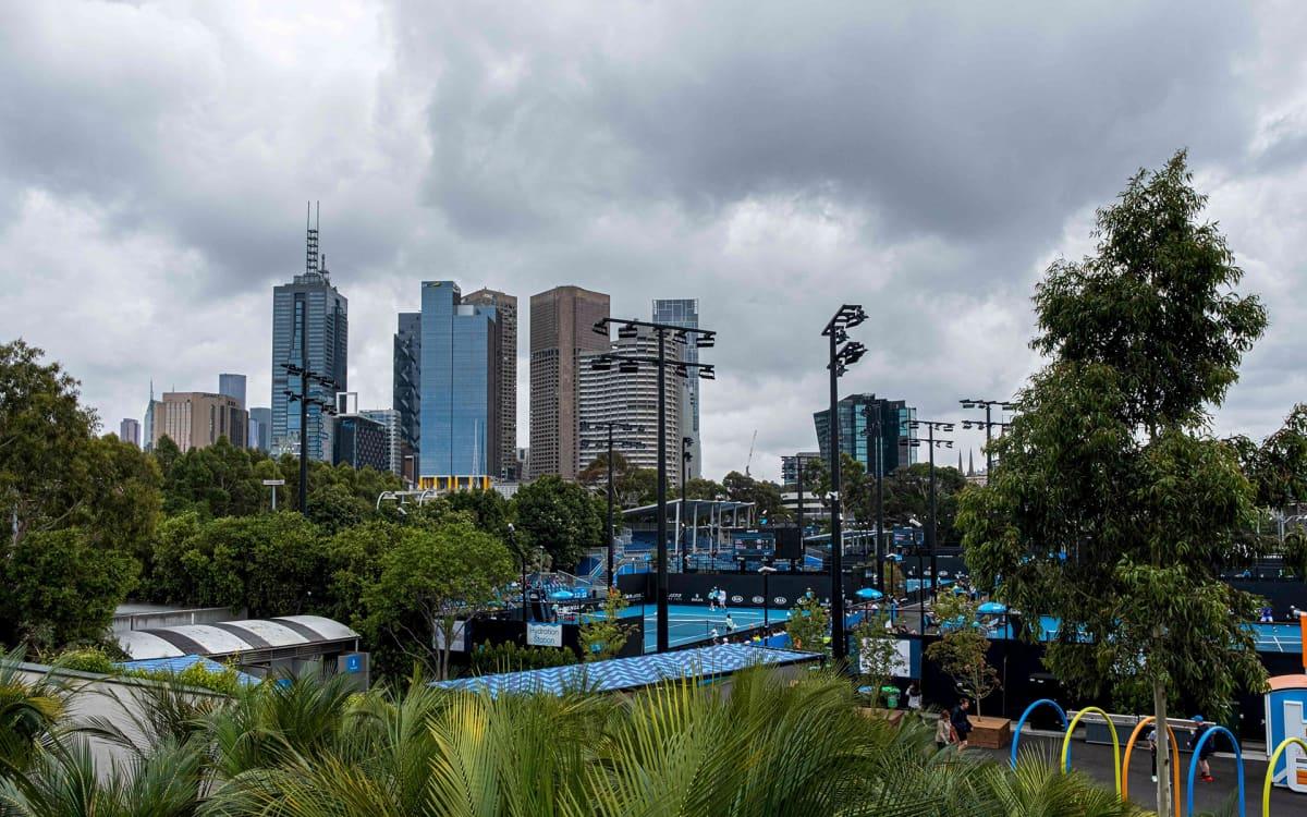Raskaita sadepilviä Melbournen yllä 16. tammikuuta.