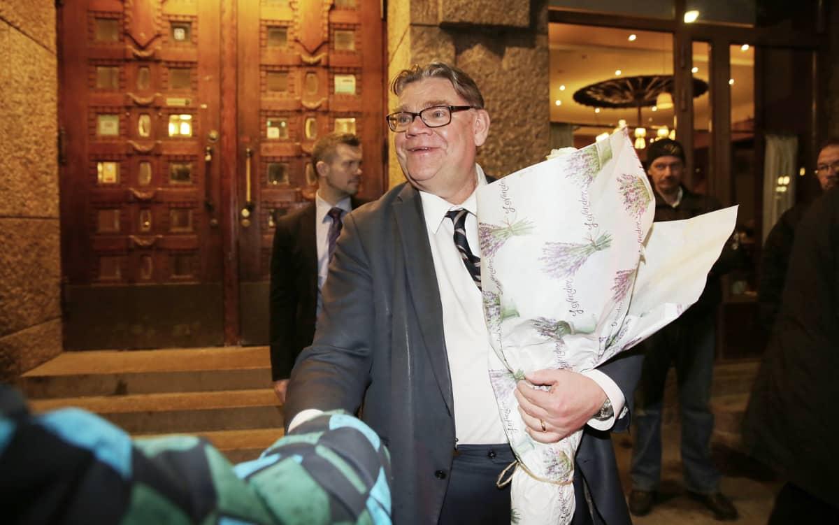 Perussuomalaisten Timo Soini poistui vaalivalvojaisista maanantain vastaisena yönä 10. huhtikuuta.