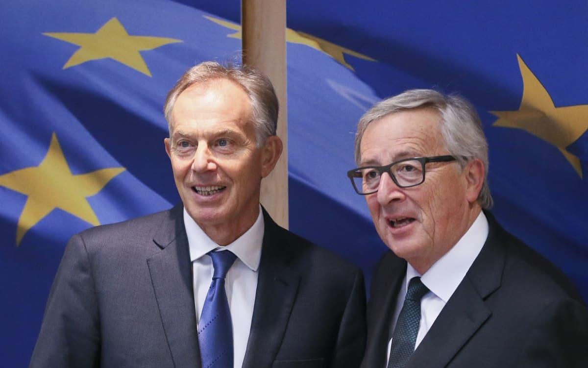 Tony Blair (vas.) ja EU komission puheenjohtaja Jean-Claude Juncker Brysselissä tammikuussa 2017.
