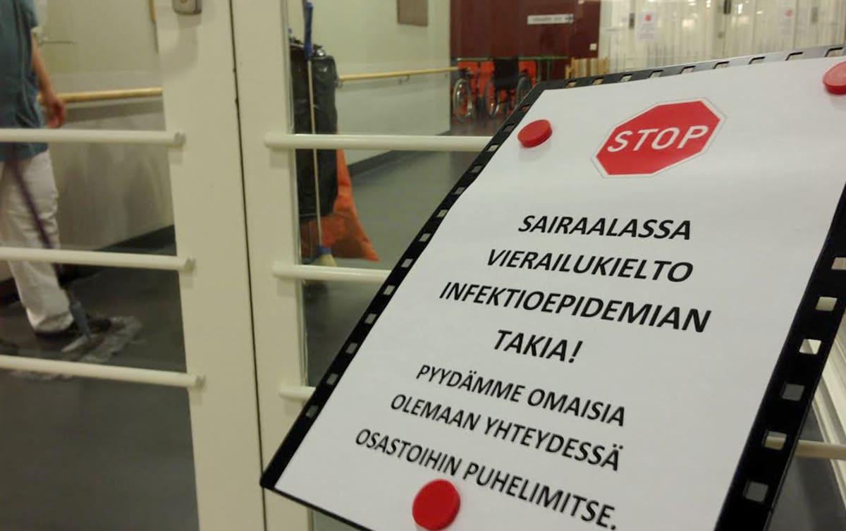 Vierailukieltokyltti Jalkarannan sairaalassa.