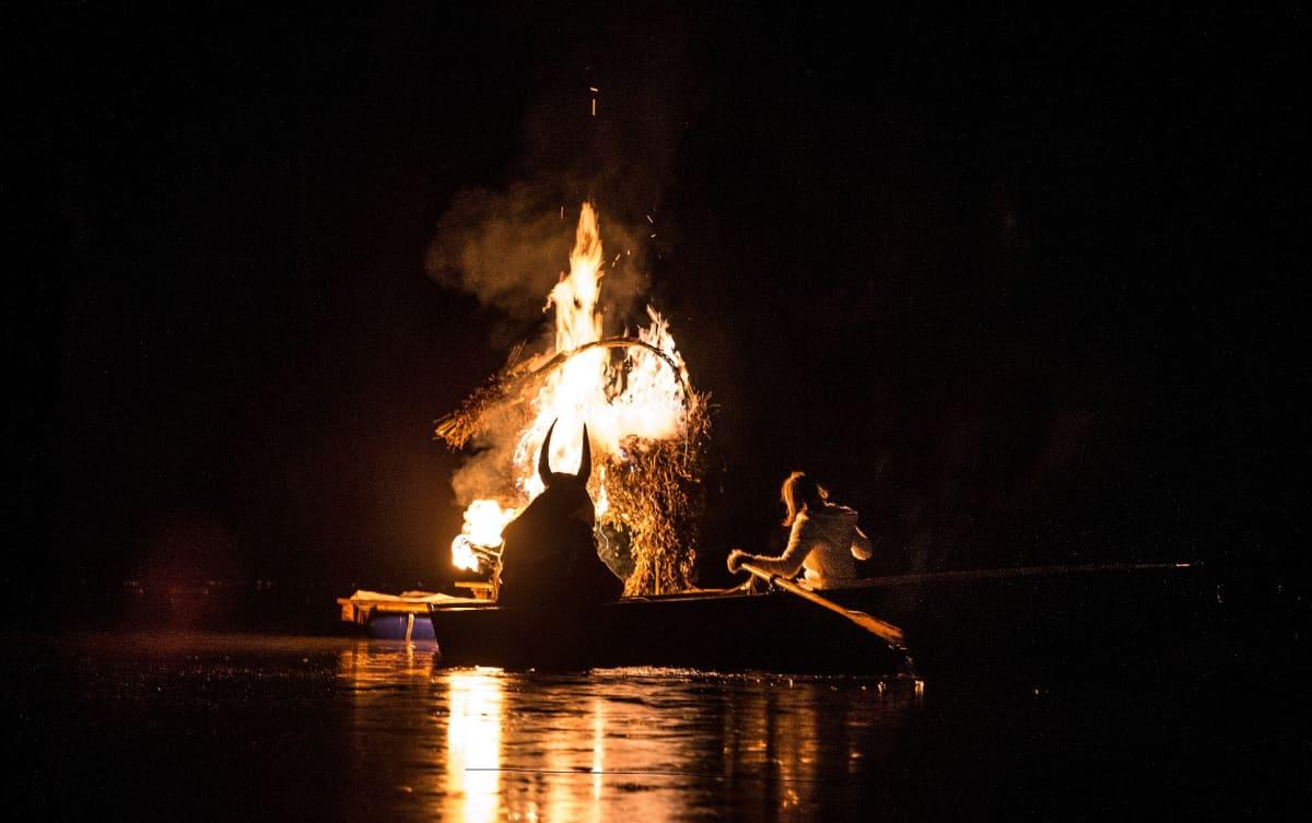 Strömforsin ruukin patoaltaan ympäristössä järjestettiin tänä syksynä ensimmäistä kertaa kekrijuhla. Tapahtuma keräsi paikalle sadoittain osallistujia.