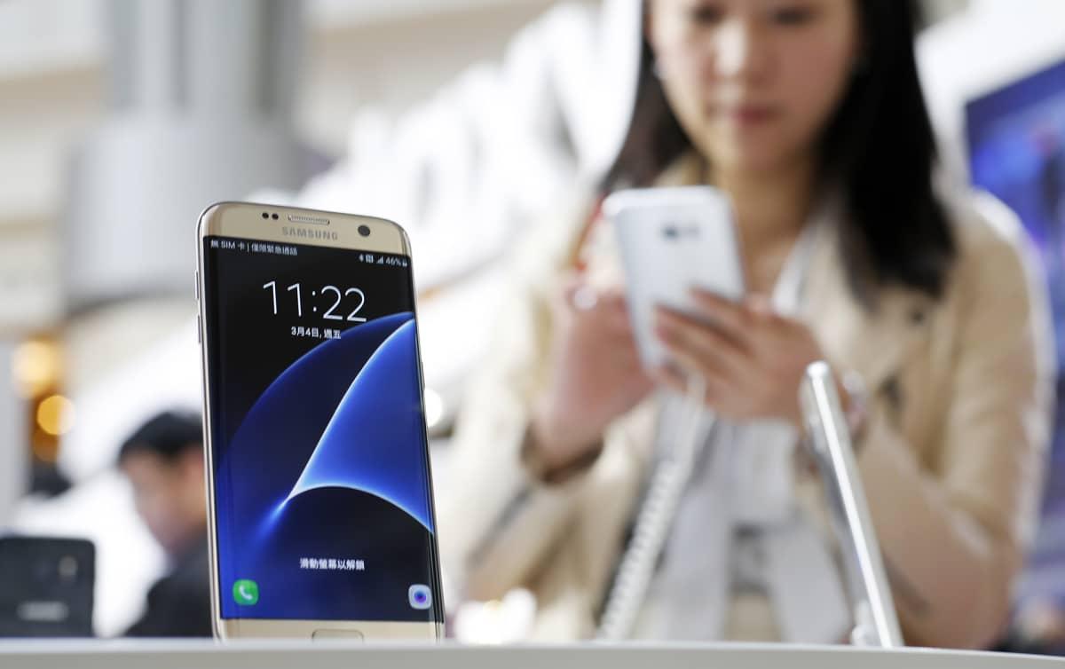 Samsungin älypuhelin näytteillä Taipeissa vuonna 2016.