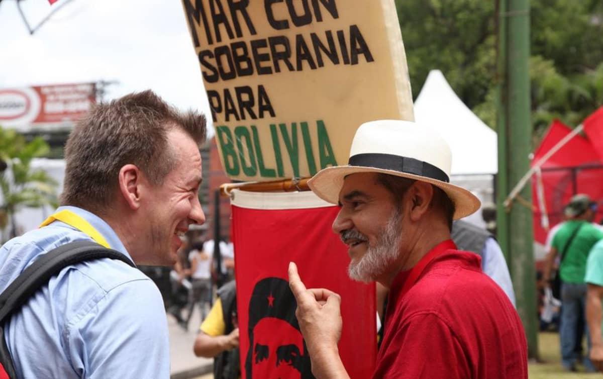 Che Guevara kelpaa monen asian ajajaksi, tässä Bolivian aluevaatimusten tukena.