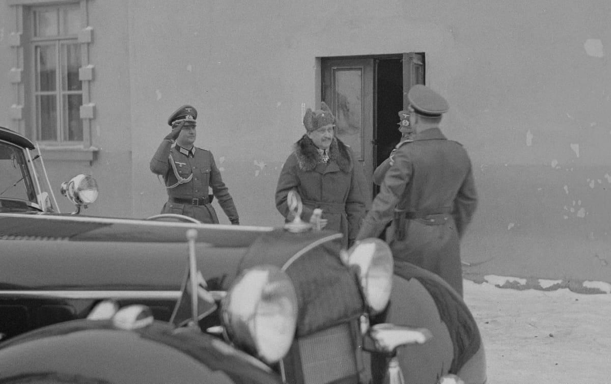 Mannerheim autonsa vieressä