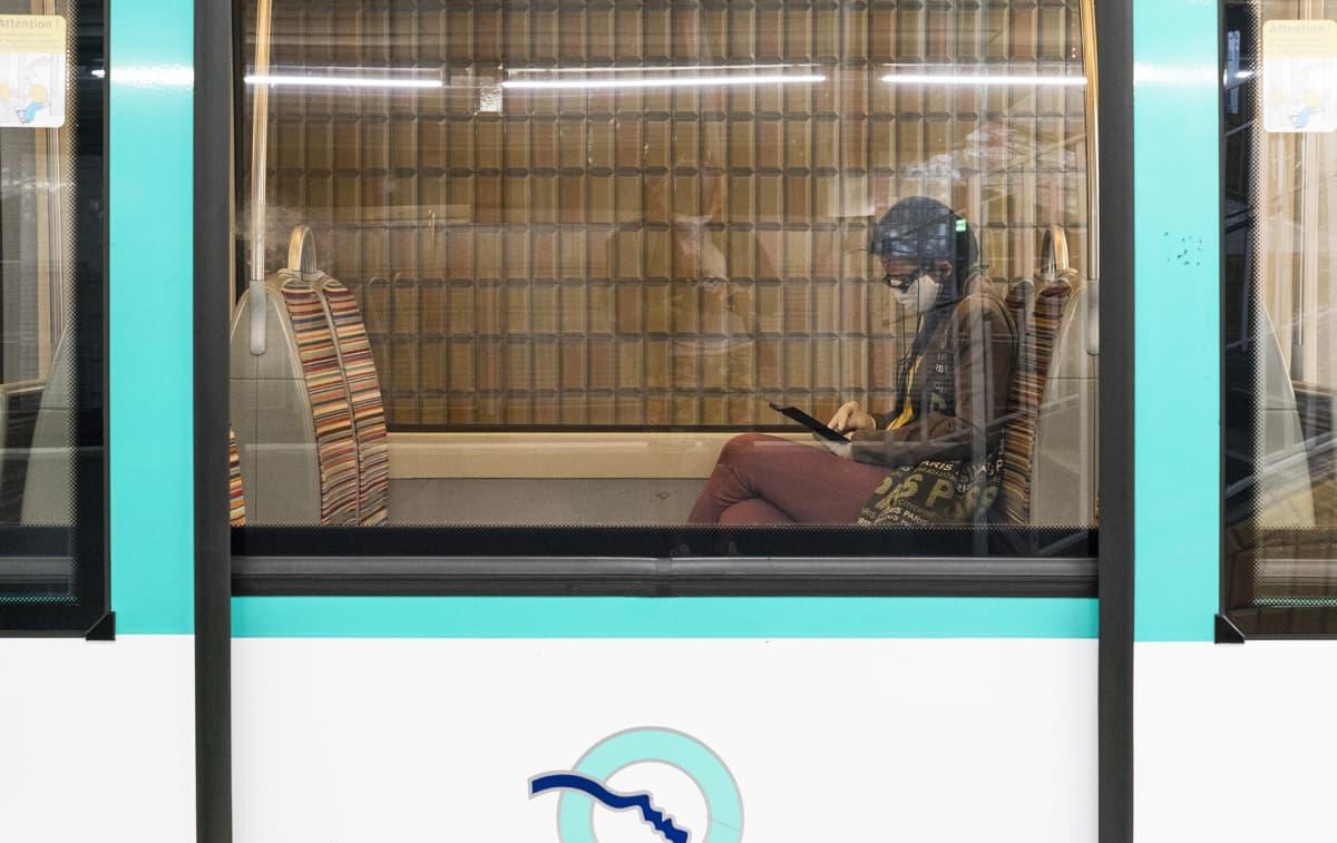 Turvavälejä noudatettiin kuuliaisesti Pariisin metrossa maanantaina