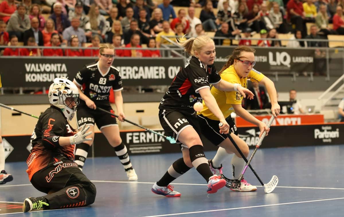 Närkamp under SB-Pro-PSS i damligafinalen.