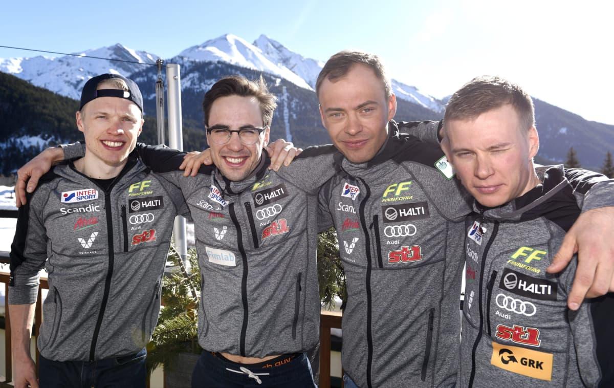 Iivo Niskanen (vas.), Ristomatti Hakola, Perttu Hyvärinen ja Matti Heikkinen.