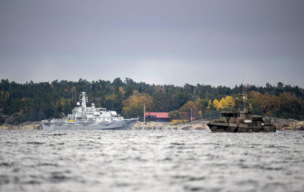 Ruotsin puolustusvoimat etsi vierasta sukellusvenettä Tukholman saaristossa lokakuussa 2014.