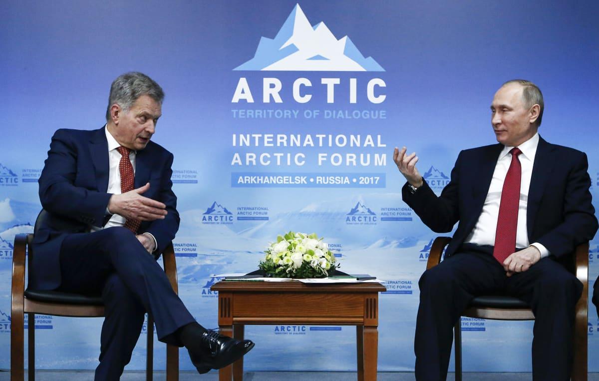Sauli Niinistö ja Vladimir Putin Arctic forumissa.