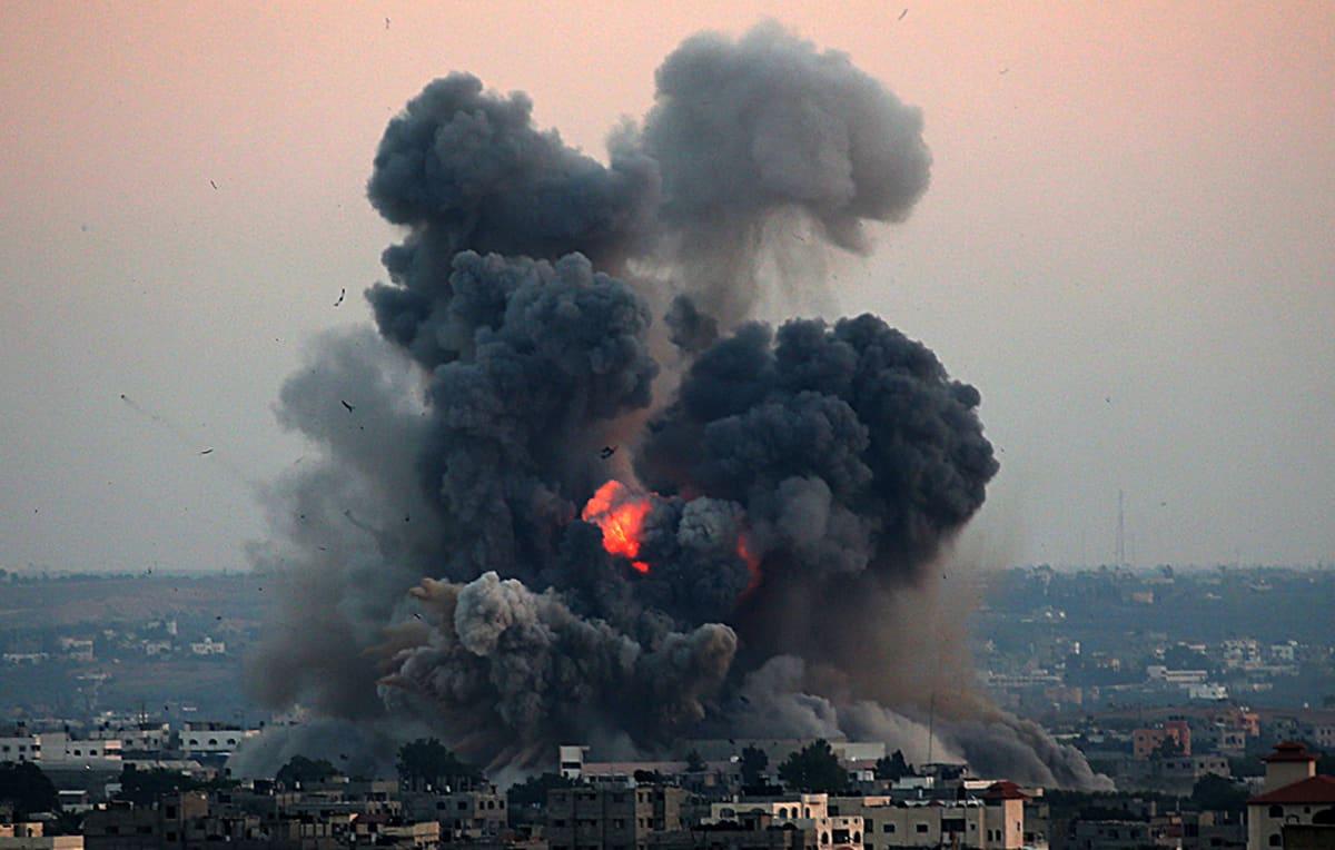 Israelin ilmaisku Gazan eteläpuolelle 8. heinäkuuta 2014.