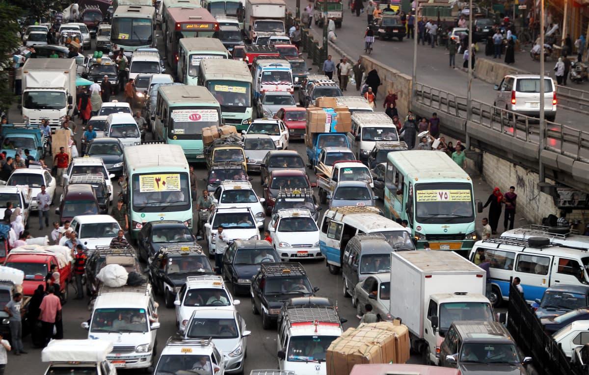 Liikenneruuhkaa Kairossa, Egyptissä.