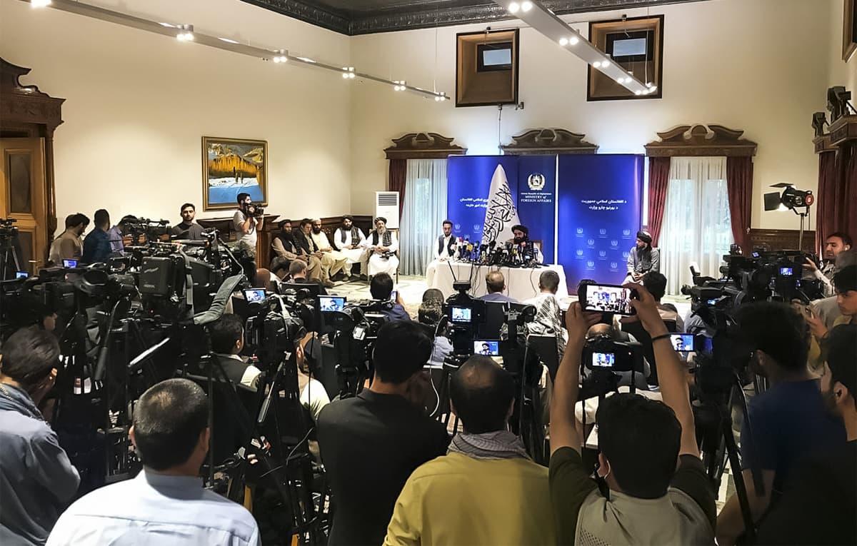 Talibanin ulkoministeri Mawlawi Amir Khan Muttaqi piti lehdistötilaisuuden Kabulissa 14 syyskuuta.