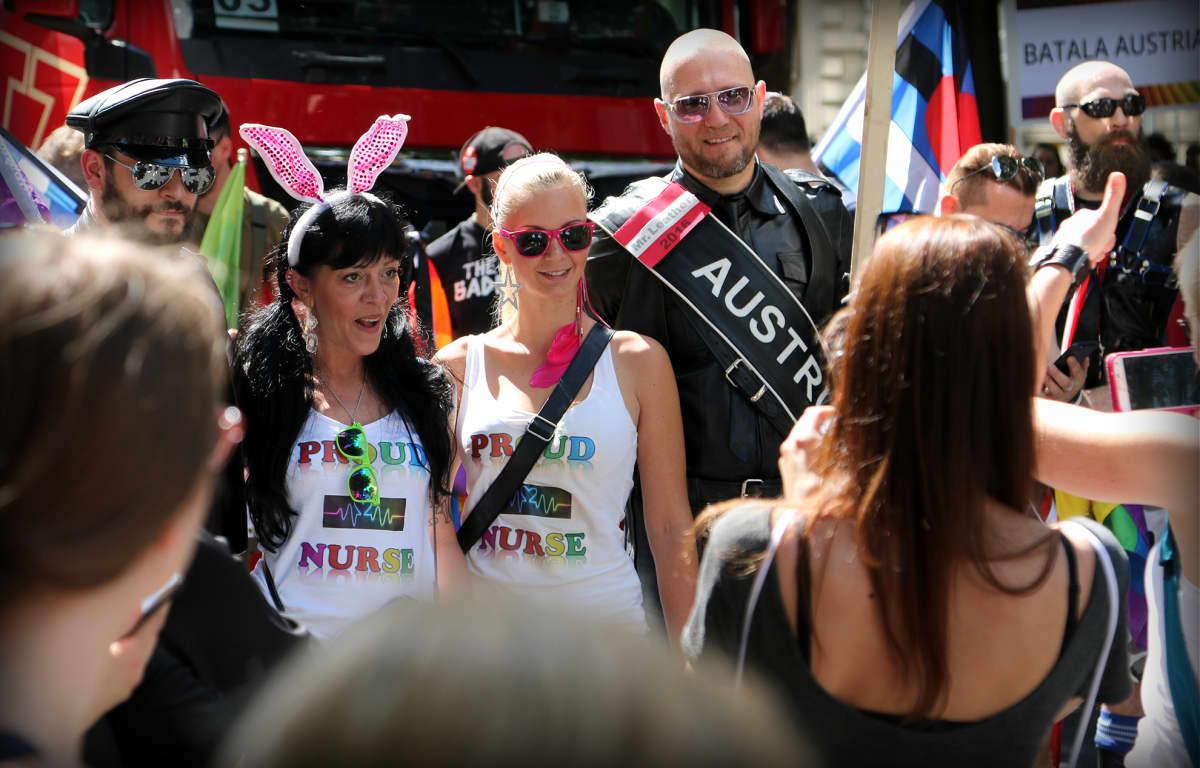 Itävallan Mr. Leather oli julkkis Pride-paraatissa.