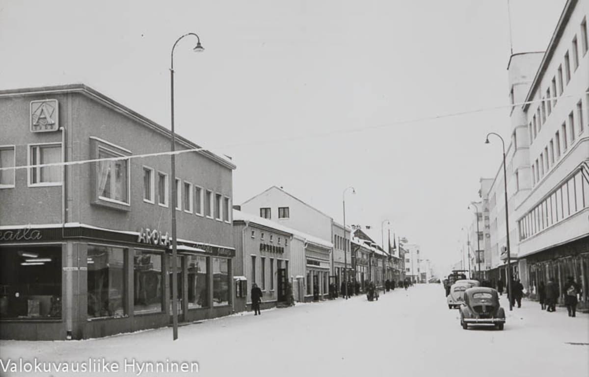1960-luvun postikortti Kajaanin Kauppakadulta.