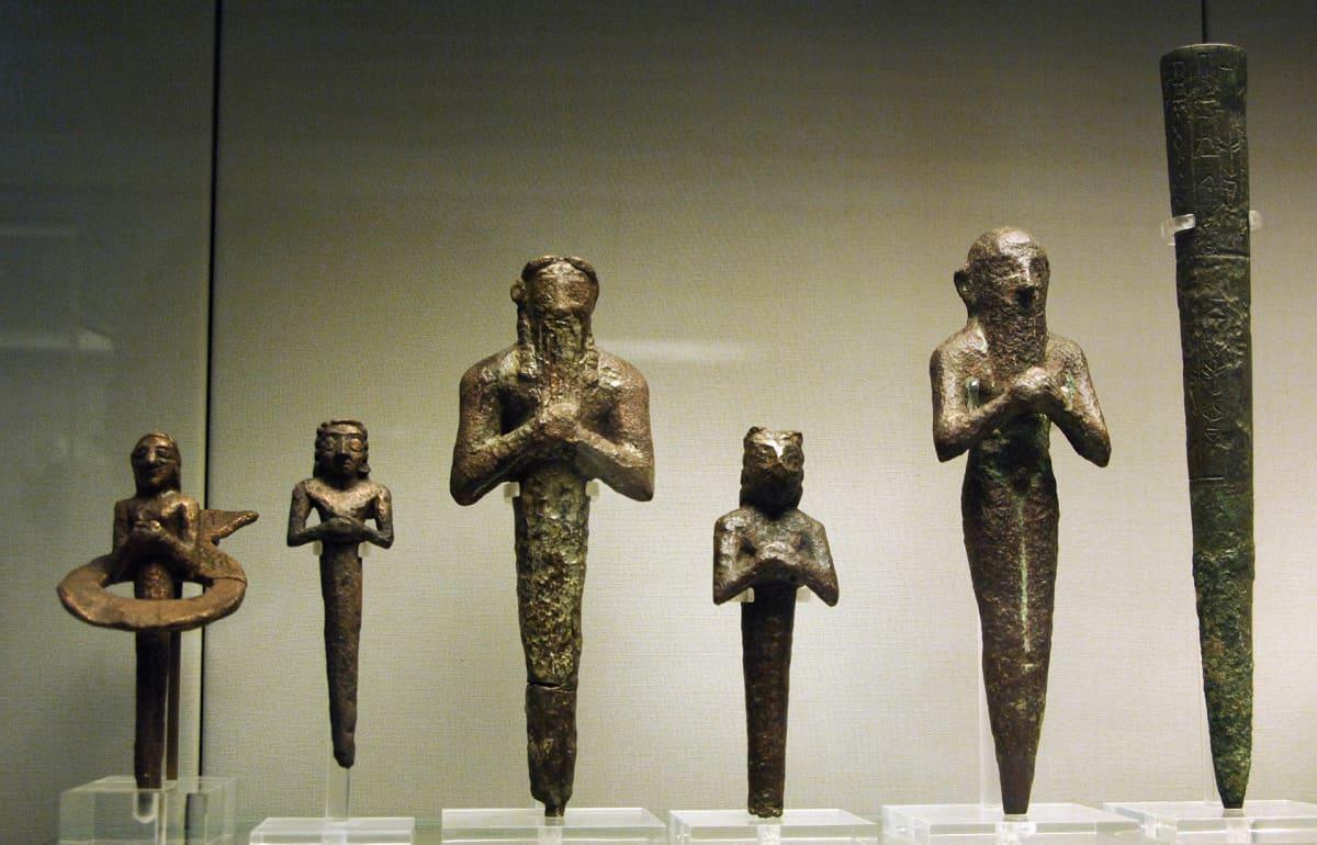 Mesopotamialaisia pronssinauloja 300 luvulta eaa.