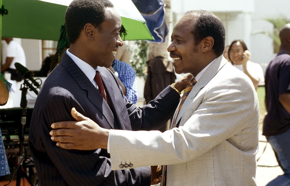 Kuvassa Paul Rusesabagina, oikealla, Don Cheadlen kanssa.