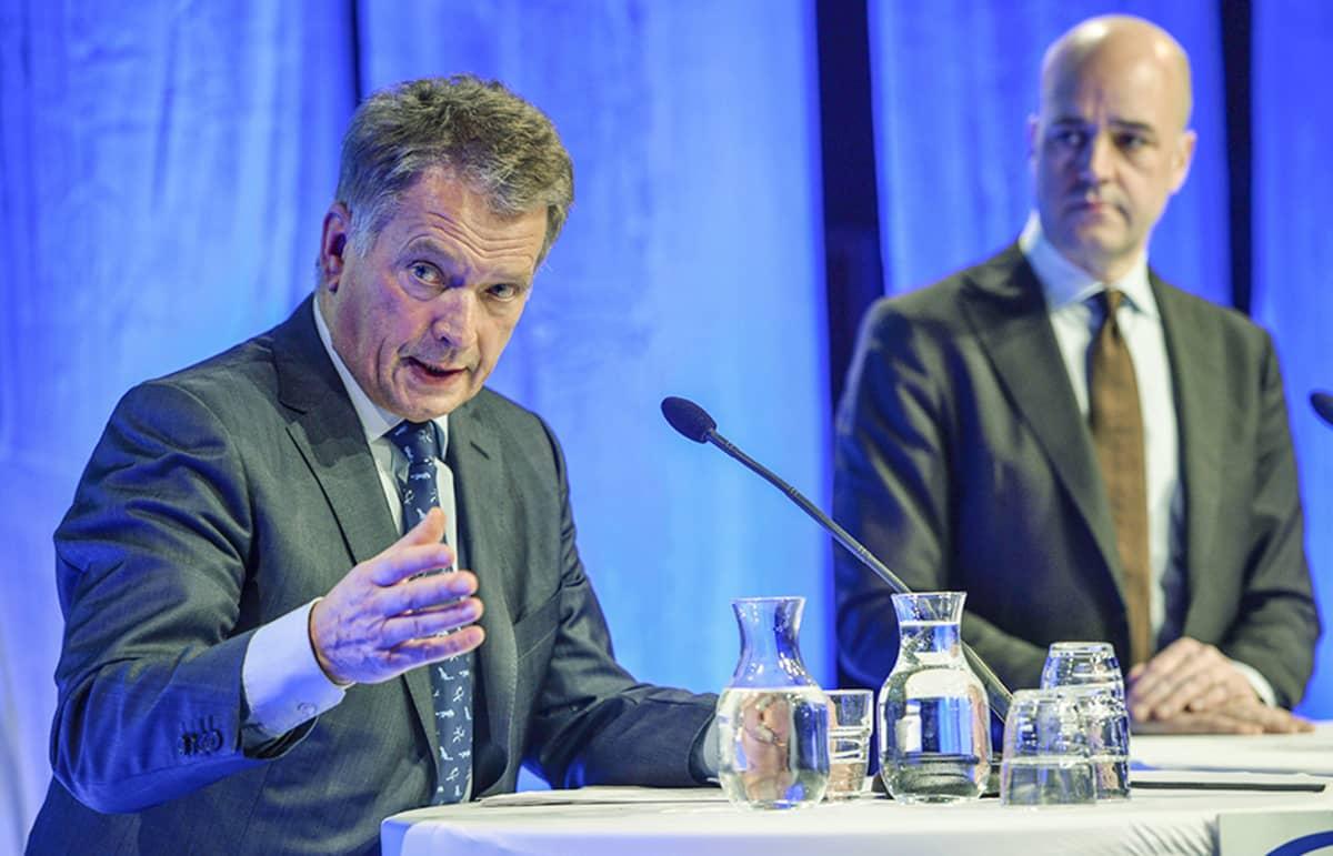 Presidentti Sauli Niinistö ja Ruotsin pääministeri Fredrik Reinfeldt turvallisuuskonferenssissa 12. tammikuuta.