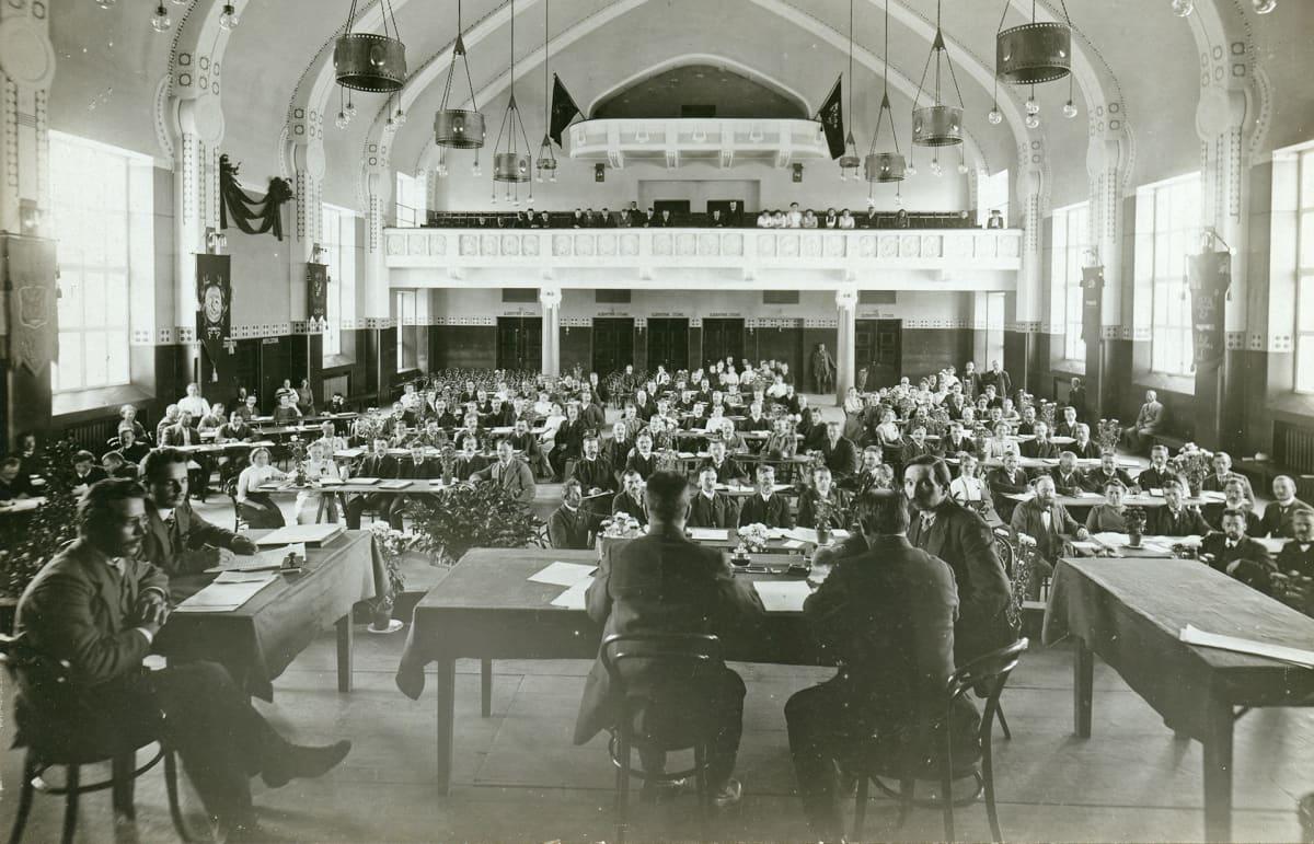 Sosialistien kokous.