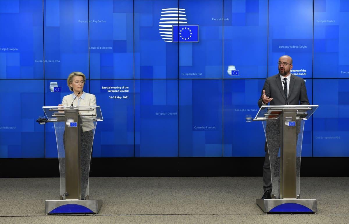 Euroopan komission puheenjohtaja Ursula von der Leyen ja Eurooppa-neuvoston puheenjohtaja Charles Michel pitävät tiedoitustilaisuutta Brysselissä.