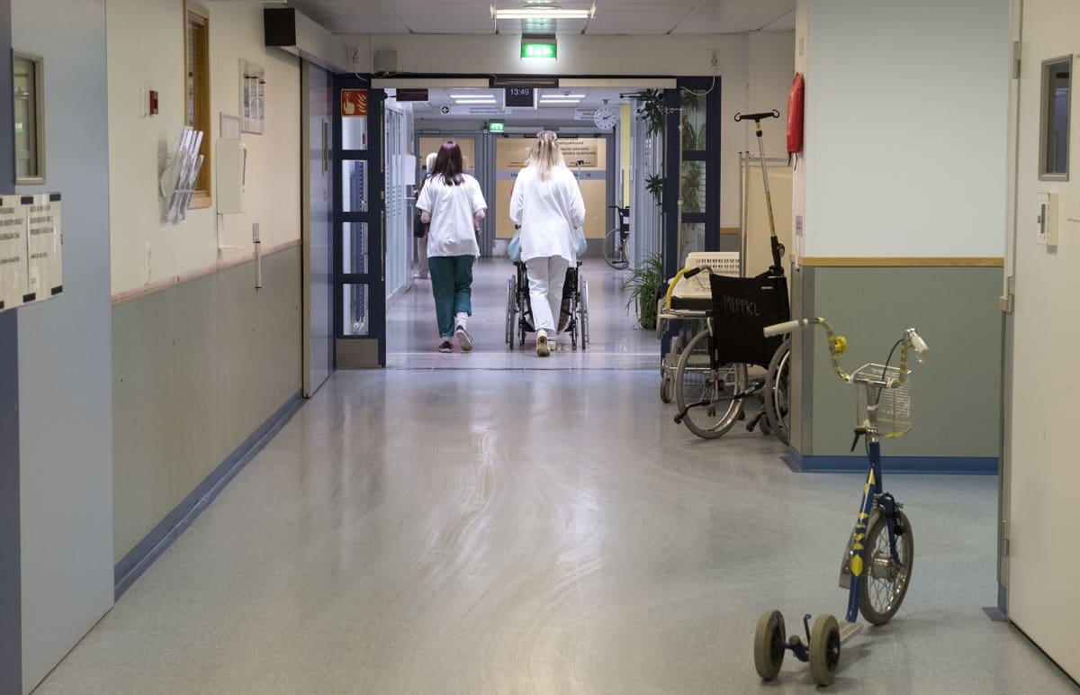 Käytävä Meilahden sairaalassa.