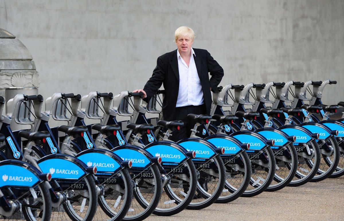 Boris Jonhson ja kaupunkipyöriä.
