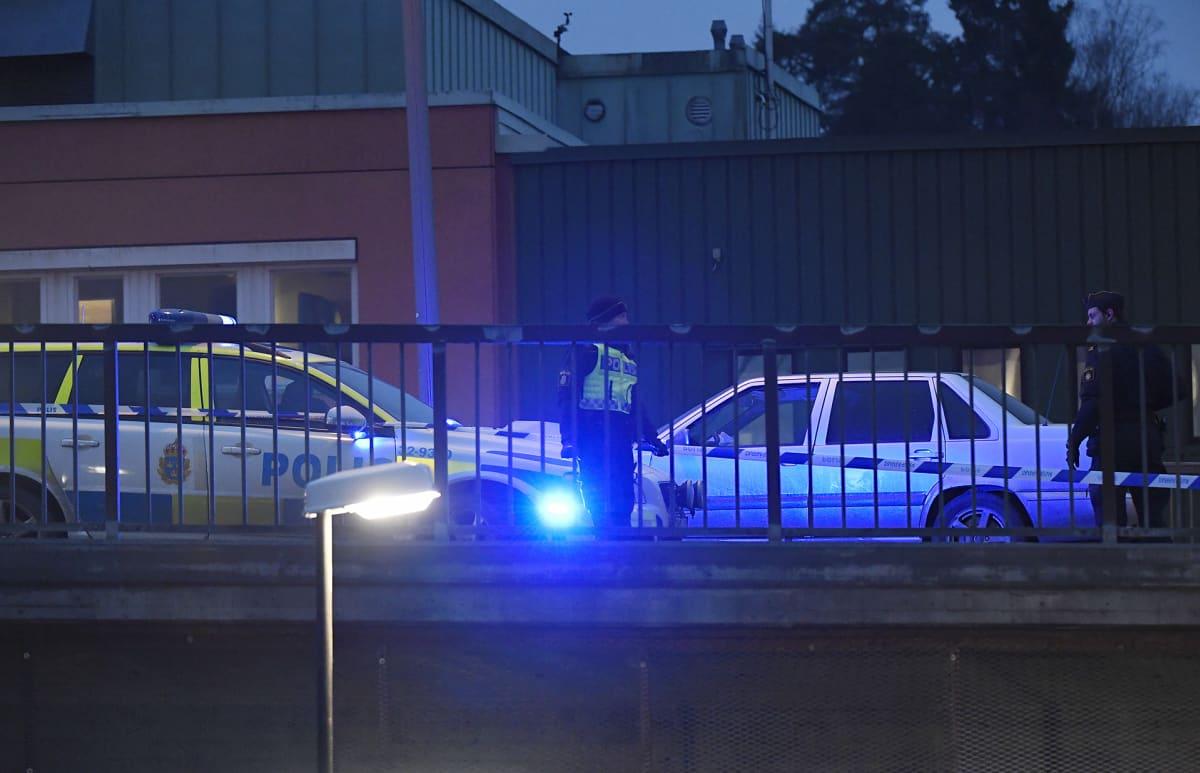 Poliisi tutkii ampumistapausta.