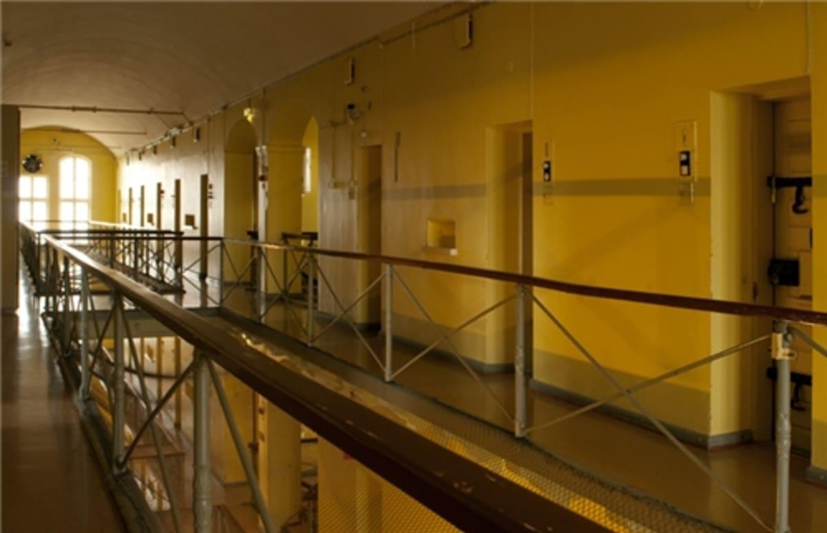 Näkymä vankilamuseon kolmannesta kerroksesta