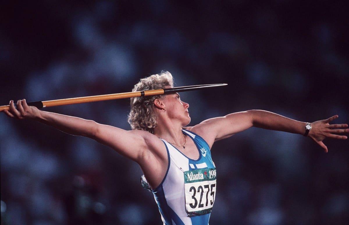 Heli Rantanen heittää Atlantan olympiakisoissa.