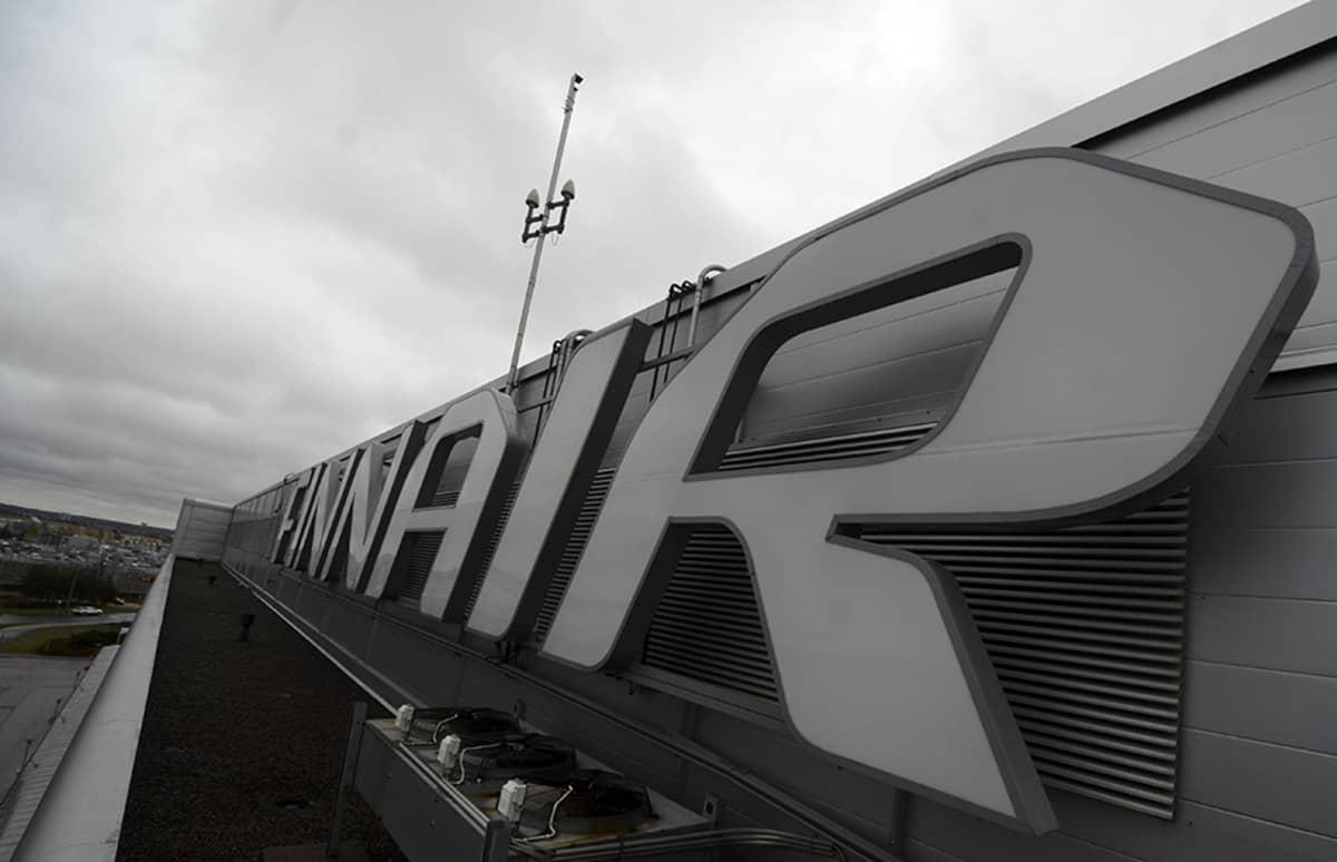 Finnairin mainoskyltti Helsinki-Vantaan lentoasemalla.