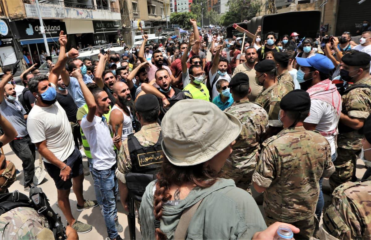 Beirutin keskustassa osoitettiin mieltä torstaina.