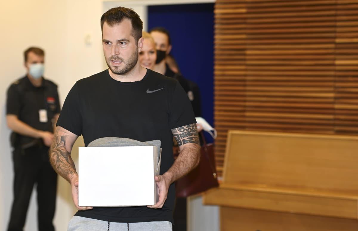 Syytetty Niko Ranta-aho Katiska 2- huumejutun pääkäsittelyssä Helsingin käräjäoikeudessa 1. kesäkuuta.