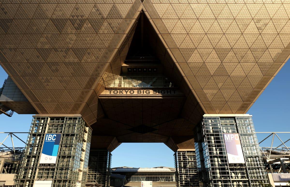 Tokion IBC auringonpaisteessa.
