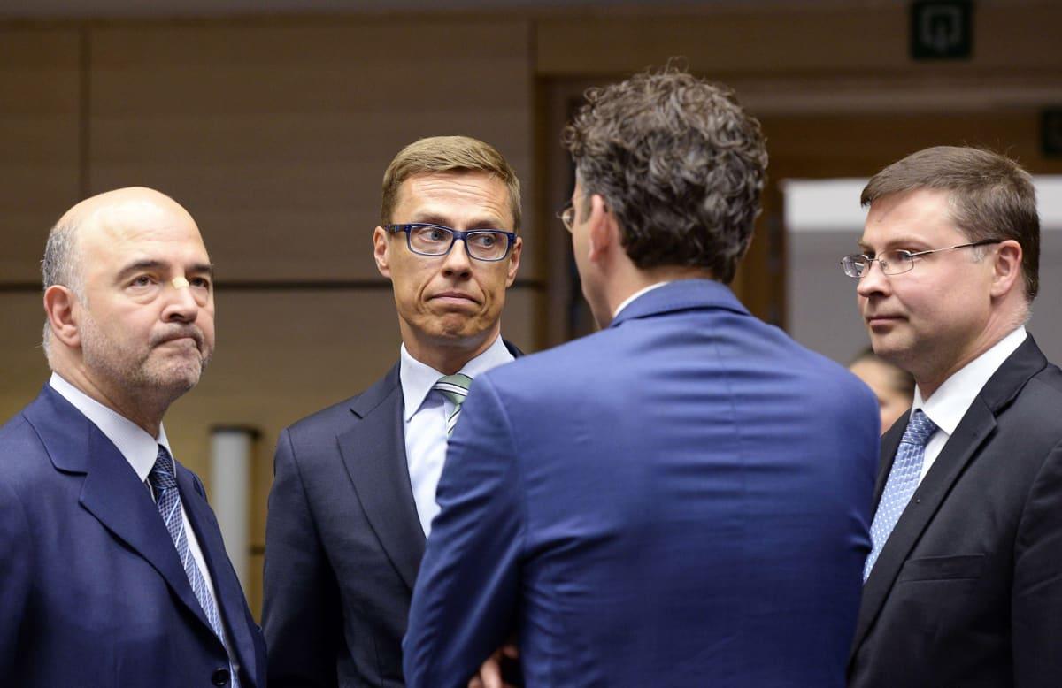 Valtiovarainministeri Alexander Stubb (kok.) hetki ennen euroryhmän kokouksen alkua Brysselissä 11. heinäkuuta.
