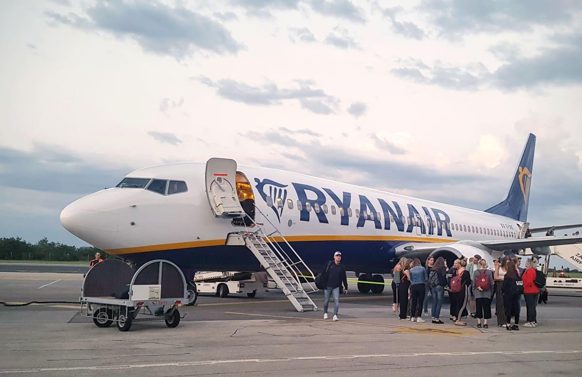 Halpalentoyhtiö Ryanairin lentokone.