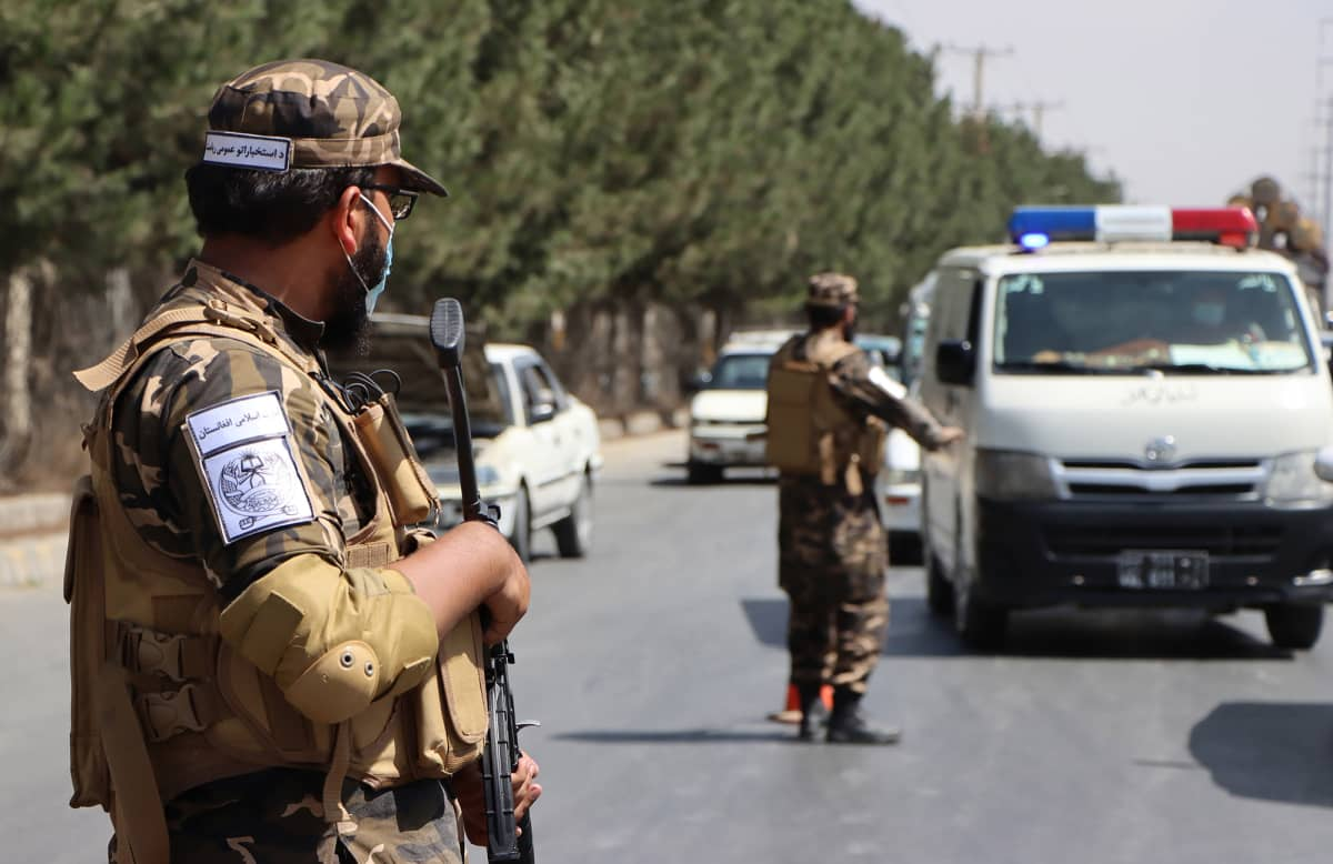 Talibanien tarkastuspiste kohti Kabulia.