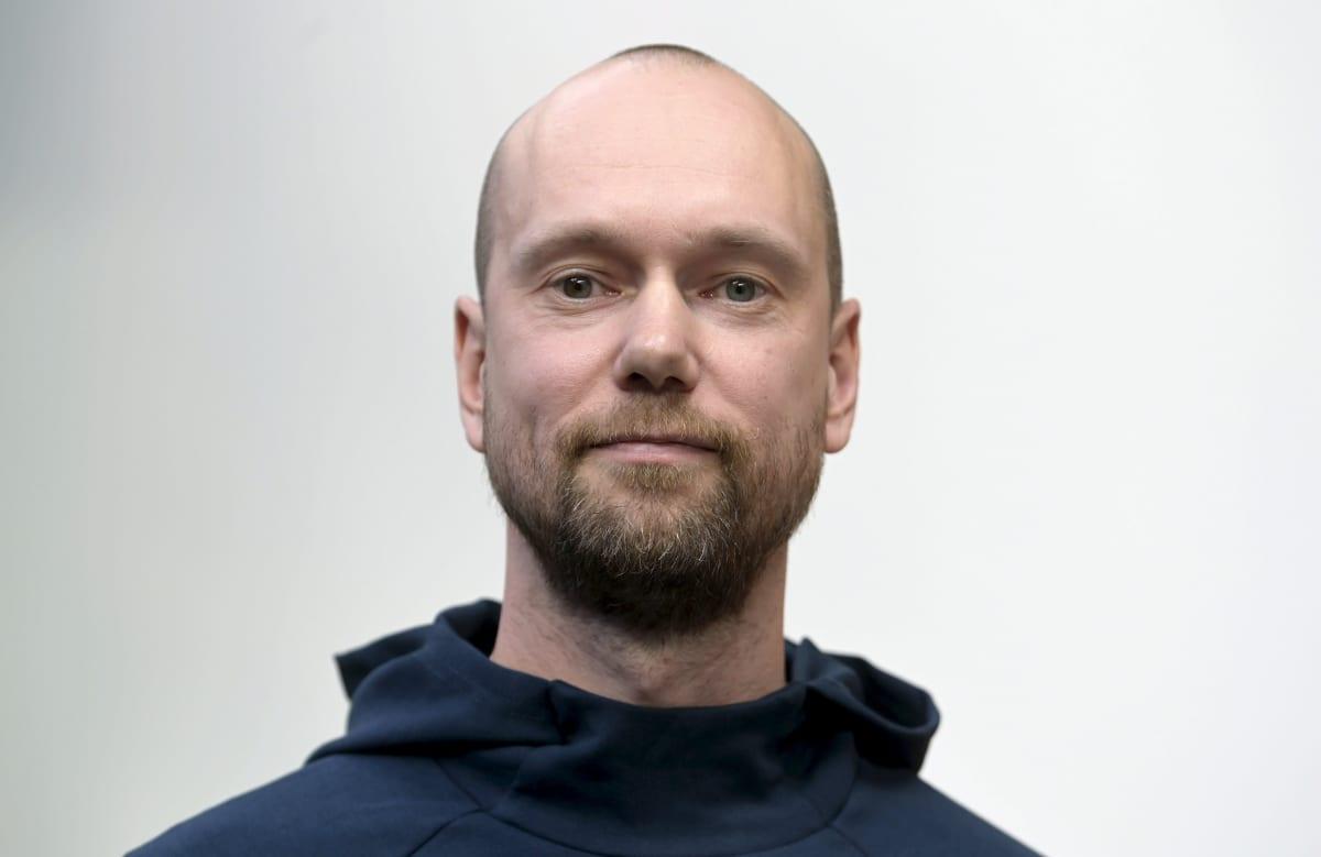 Akaa Volleyn valmentaja Olli Kunnari lentopallon Mestaruusliigan mediatilaisuudessa.